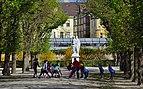 35 Gym in front of Hesperia and Arethusa, gardens of Schönbrunn.jpg