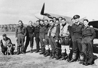 No. 457 Squadron RAAF - Image: 457 Sqn RAAF pilots 1942