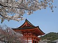 A temple gate in Kyoto (2392178284).jpg