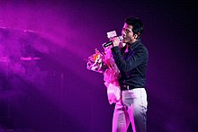 Description de l'image Aaron Kwok's concert in San Francisco 20020223.jpg.