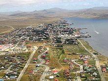 fotografia aerea della piccola città di mare