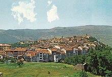 Veduta del borgo di Agnone (IS) e della Valle del Trigno