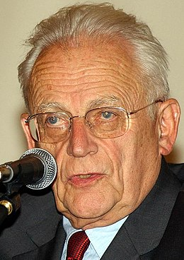 Alain Touraine, 2004 (cropped).jpg