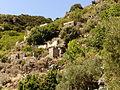 Aldea en ruinas, Alicudi, Islas Eolias, Sicilia, Italia, 2015.JPG