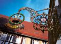 Alpirsbacher Brauereiwelt in Alpirsbach angebracht an der Brauerei.png