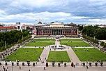 Lustgarten mit Springbrunnen und Granitschale, dahinter das Alte Museum