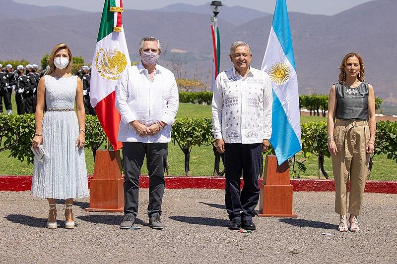 File:Andrés Manuel López Obrador y Alberto Fernández (24 de febrero de 2021).jpg