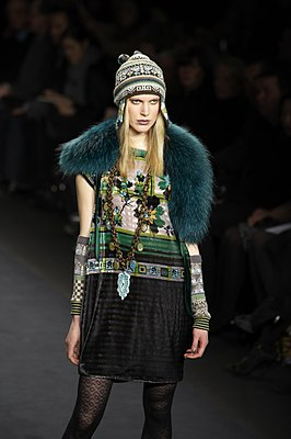 Anna Sui Fall-Winter 2010 043.jpg