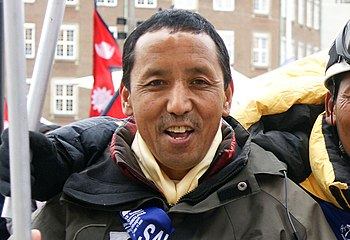 English: Apa Sherpa (born Lhakpa Tenzing Sherp...