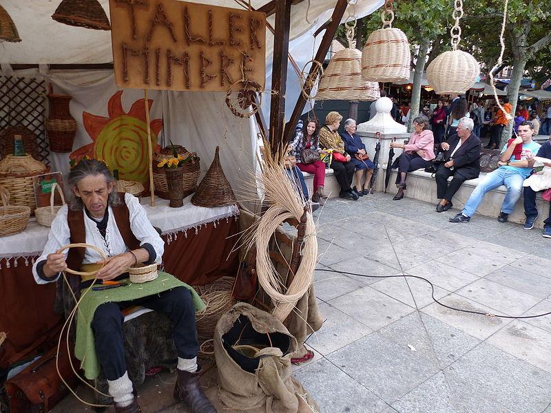 File artesano alcal de henares madrid espa a 2015 jpg wikimedia commons - Artesanos de madrid ...