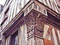 Auxerre. Poteau cornier sculpté. (2).jpg