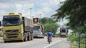 BR116 O pesado tráfego de caminhões na Cidade