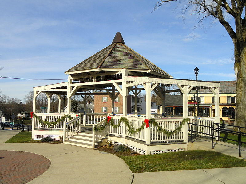 File:Bandstand - South Hadley, MA - DSC04473.JPG