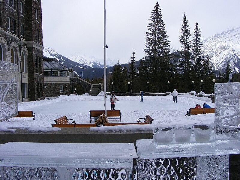 File:Banff Springs skaters.JPG