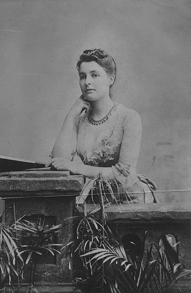 File:Beatrice Webb, c1875 (3835964547).jpg