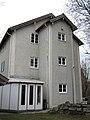 Bergarbeiterhaus der Oberkohle AG Penzberg - heute Stadtmuseum Ansicht von hinten mit dem typischen Erker in dem sich die Toilette (Plumpsklo) und Waschschüssel befand.jpg