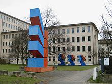 Die Bundesanstalt für Immobilienaufgaben (BImA) 220px-Berlin_Hajek-2009-03_145