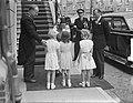Bezoek van koningin Juliana en prins Bernhard in Gelderland. In Wageningen met k, Bestanddeelnr 904-0682.jpg