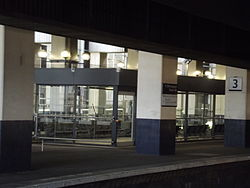 Birmingham Snow Hill Station - new waiting rooms - platform 3 - temporary location of The Commuter (14211935741).jpg