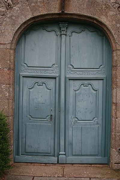 Porte de l'église Saint-Blaise de Bonchamp-lès-Laval.