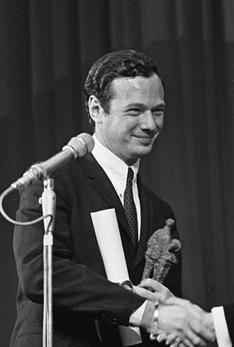 Brian Epstein - Brian Epstein receives the Edison Award for the Beatles at Grand Gala du Disque 1965