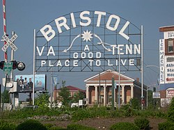 A sign welcomes visitors to the twin cities of Bristol, Virginia, and بریستول، تنسی.