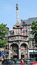 Brunnen der Drei Grazien Lüttich, 2004.jpg