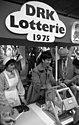 Bundesarchiv B 145 Bild-F046617-0033, Bonn, Loki Schmidt bei DRK-Lotterie.jpg