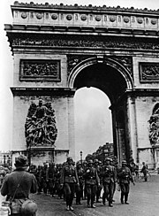 Bundesarchiv Bild 101I-126-0347-09A, Paris, Deutsche Truppen am Arc de Triomphe
