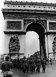 Image of German soldiers marching past the Arc de Triomphe.