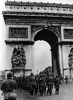 Bundesarchiv Bild 101I-126-0347-09A, Paris, Deutsche Truppen am Arc de Triomphe