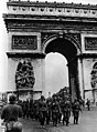 Bundesarchiv Bild 101I-126-0347-09A, Paris, Deutsche Truppen am Arc de Triomphe.jpg