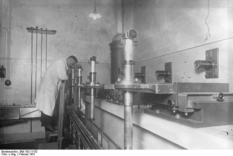 Bundesarchiv Bild 102-11152, Reichsanstalt für Maß und Gewicht