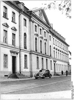 Greifswald, Universität, Bundesarchiv, Bild 183-40054-0001 / CC-BY-SA 3.0 [CC BY-SA 3.0 de (https://creativecommons.org/licenses/by-sa/3.0/de/deed.en)], via Wikimedia Commons