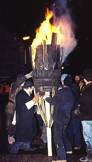 Burning of the Clavie - Image: Burning Of The Clavie 1(Anne Burgess)Jan 1984