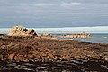 Côte de Granit Rose - moře a růžové skály - panoramio.jpg