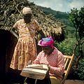COLLECTIE TROPENMUSEUM Onderzoekster Rose neemt een interview af voor het K.I.T. Medical Research Centre in Nairobi TMnr 20038745.jpg