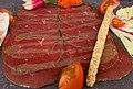 Carpaccio de bœuf et sorbet poivron et piment d'Espelette.jpg