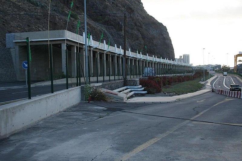 File:Carretera TF-111 (autovía de San Andrés). Vista en dirección este. - panoramio.jpg
