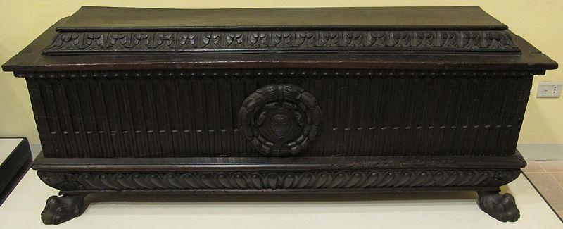 File cassapanca in noce con stemma del comune di foligno for Cassapanca 800 noce