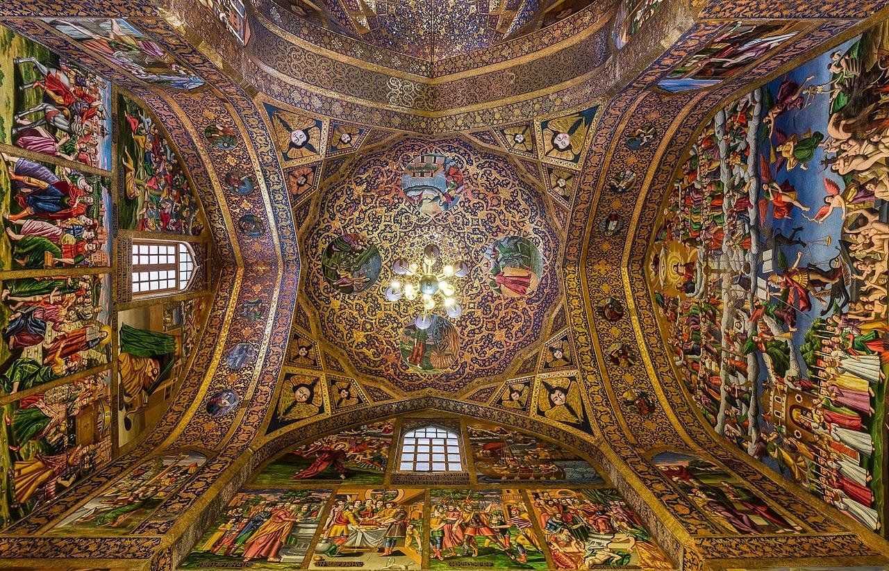 طراحی بی نظیر داخل کلیسا