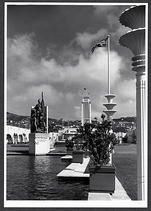 New Zealand Centennial Exhibition - Kupe Statue at the Centennial Exhibition