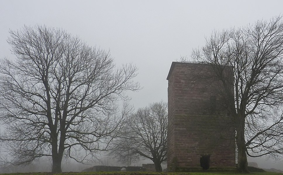 Donjon central du château du Lutzelbourg, Lutzelbourg, Moselle, France