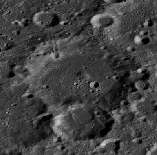 Chapman (crater)