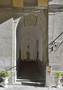 Chiesa Pio Monte della Misericordia ingresso Quadreria.jpg