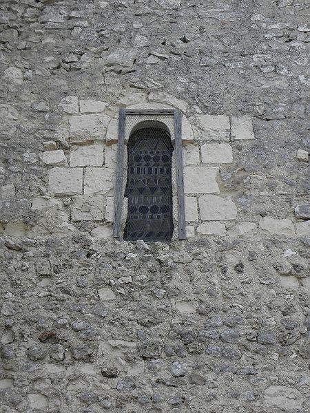 Église Saint-Pierre et Saint-Paul de Chigné(49). Costale nord de la nef. Fenêtre romane.