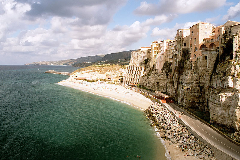File:Cliff at Tropea, Italy, Sep 2005.jpg