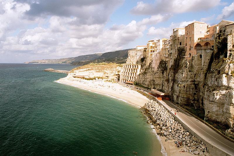 Spiaggia di TROPEA (VV), una delle località più visitate in Calabria