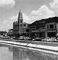 Collectie NMvWereldculturen, TM-20000874, Negatief, 'Gezicht op Jalan Antara met links het hoofdkantoor van het Indonesische persbureau Antara', fotograaf Boy Lawson, 1971.jpg