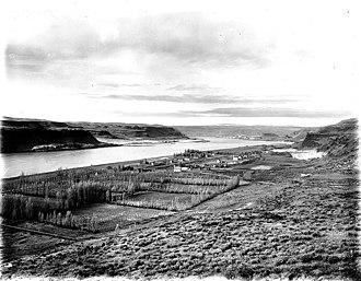 Maryhill, Washington - Image: Columbus Landing on the Columbia River at Maryhill, Washington, ca 1913 (BAR 39)